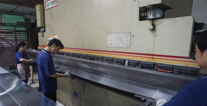 室内密拼铝单板的生产过程