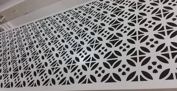 室内密拼铝单板雕花镂空与冲孔的区别